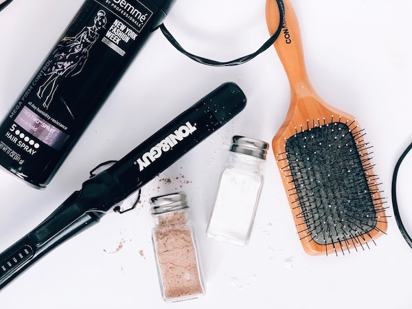 DIY Dry Shampoo For Blondes And Brunettes